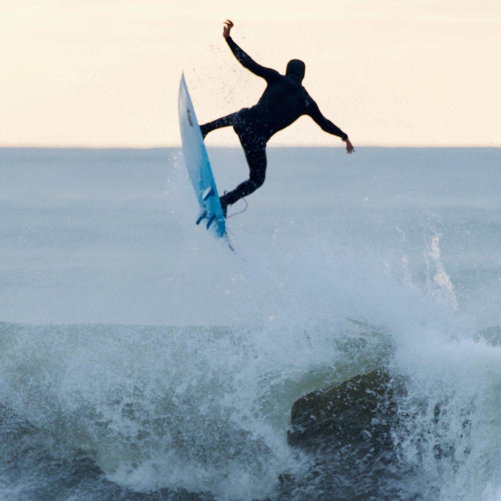 Sautez des vagues en surf